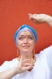 Frau mit indischen jewleries lizenzfreies stockbild