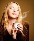 Frau mit Kaffee Stockfoto