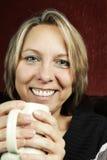 Frau mit Kaffeetasse Stockbild
