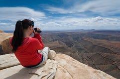 Frau mit Kamerarecorder Lizenzfreie Stockfotos