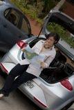 Frau mit Karte Lizenzfreie Stockbilder