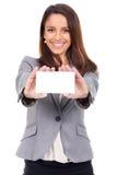 Frau mit Karte in der Hand zur Mitteilung Lizenzfreies Stockfoto