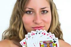 Frau mit Karten Stockbild