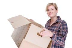 Frau mit Kasten lizenzfreie stockfotografie