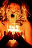 Frau mit Kerzen Stockfotografie