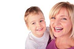 Frau mit Kind stellt Nahaufnahme 2 gegenüber Stockbild