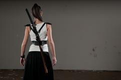 Frau mit Klinge Stockfoto