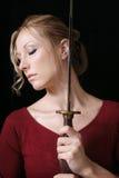 Frau mit Klinge stockbilder