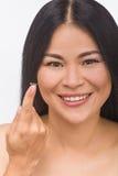 Frau mit Kontaktlinsen Stockbilder