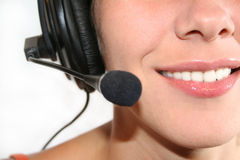 Frau mit Kopfhörer lizenzfreie stockbilder