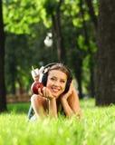 Frau mit Kopfhörern Lizenzfreies Stockfoto