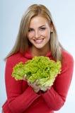 Frau mit Kopfsalat Lizenzfreie Stockfotos