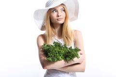 Frau mit Kopfsalat Stockbild