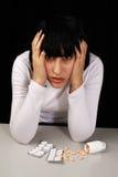 Frau mit Kopfschmerzen stockfotografie