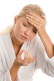 Frau mit Kopfschmerzen lizenzfreie stockbilder