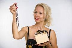 Frau mit Kornen Stockfoto