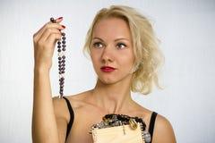 Frau mit Kornen Stockfotografie