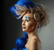 Frau mit kreativer Frisur Stockfotografie