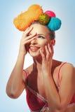 Frau mit Kreativitätsfrisur Stockfoto