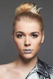 Frau mit Kristallmake-up und -krone Lizenzfreies Stockfoto