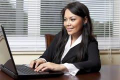 Frau mit lapop Lizenzfreies Stockfoto