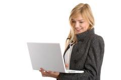 Frau mit Laptop Lizenzfreies Stockbild