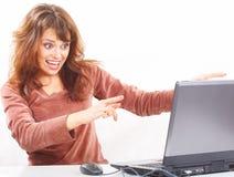 Frau mit Laptop stockfotos