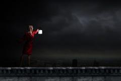 Frau mit Laterne Lizenzfreies Stockbild