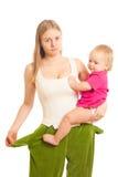 Frau mit leeren Taschen mit Schätzchen Lizenzfreies Stockfoto
