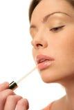Frau mit Lippenglanz Stockfotos
