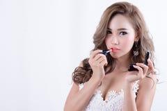 Frau mit Lippenstift Stockbild