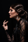Frau mit Make-up und Frisur lizenzfreie stockfotografie