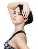 Frau mit Maniküre- und Augenverfassung stockfotos