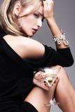 Frau mit Martini Stockbilder