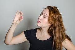 Frau mit Medizinpillen stockfotografie