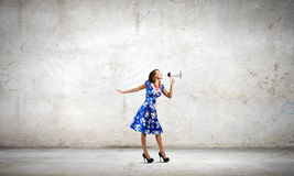 Frau mit Megaphon Lizenzfreie Stockfotos
