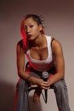 Frau mit Mikrofon Stockfotografie