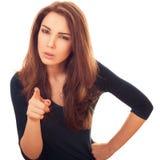 Frau mit misstrauischen Shows auf Ihnen Finger Lizenzfreie Stockfotos