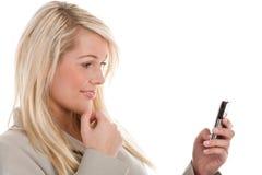 Frau mit Mobile Lizenzfreie Stockfotos