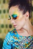 Frau mit Modefrisur und -make-up Lizenzfreies Stockfoto