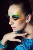 Frau mit Modefrisur und -make-up Stockbilder