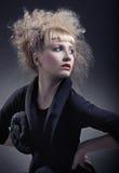 Frau mit moderner Frisur Lizenzfreie Stockfotos