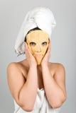 Frau mit nahrhafter Schablone stockfoto