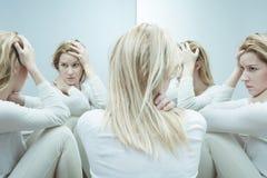 Frau mit niedriger Selbstachtung Stockbilder