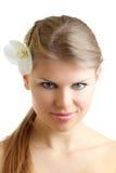 Frau mit Orchideen-Blume Lizenzfreies Stockfoto