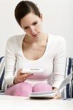 Frau mit Ovulationvorhersagesatz Lizenzfreies Stockbild