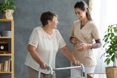 Frau mit Parkinson-` s Krankheit lizenzfreie stockfotografie