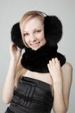 Frau mit Pelz um Stutzen Stockfotos