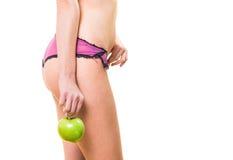 Frau mit perfektem Körper und Apfel in der Hand Lizenzfreies Stockfoto