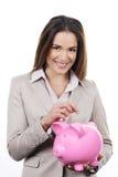 Frau mit piggy Querneigung und Geld stockbilder